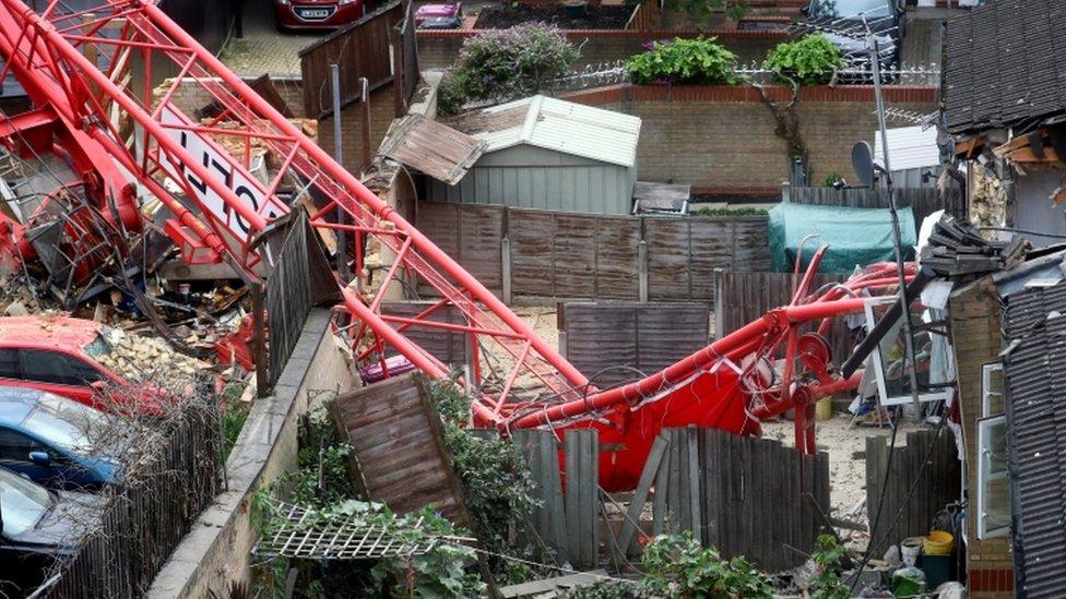 Bow crane collapse
