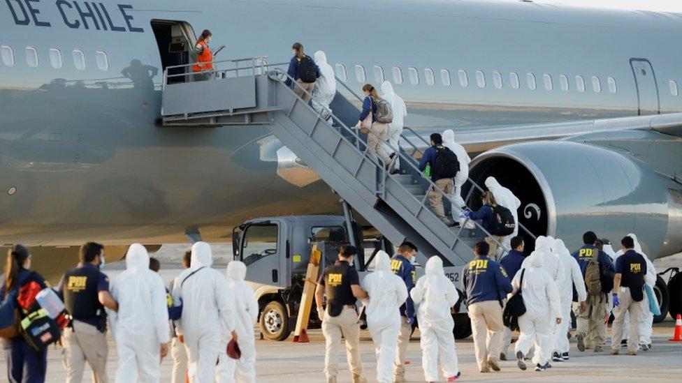 Avión de la Fuerza Aérea de Chile transporta a deportados el pasado miércoles 10 de febrero.