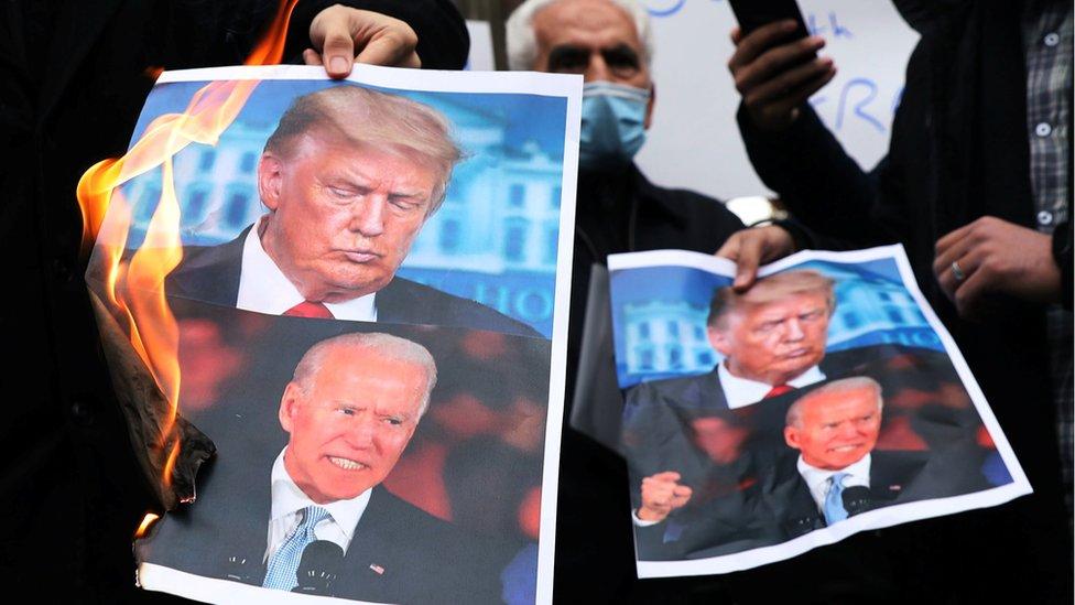 Quema de fotografías de Donald Trump y Joe Biden en Irán