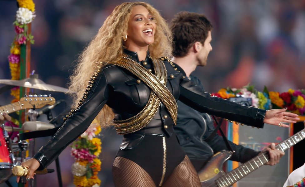 """Beyonce (R) performs onstage during the Pepsi Super Bowl 50 Halftime Show at Levi""""s Stadium on February 7, 2016"""