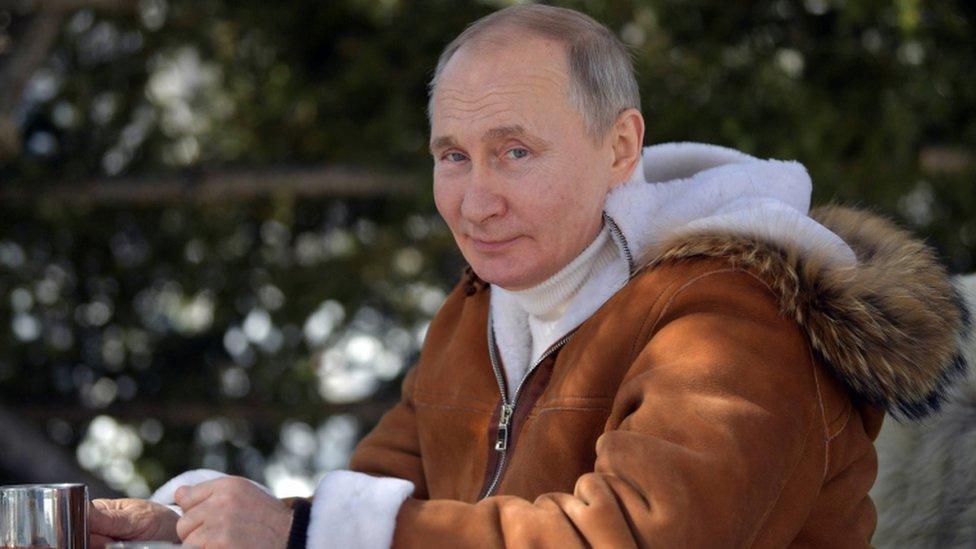 يقضي الرئيس الروسي فلاديمير بوتين وقت فراغه في مقاطعة سيبيريا الفيدرالية، روسيا، 21 مارس/آذار 2021