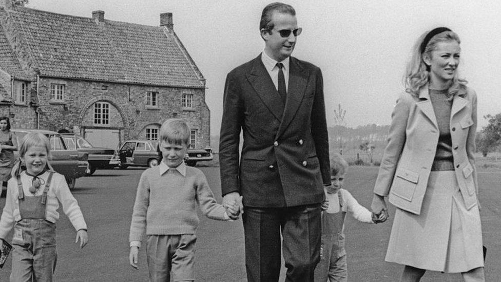 El entonces príncipe Alberto junto a la Princesa Paola de Bélgica (luego Reina Paola) y sus hijos, en 1969.