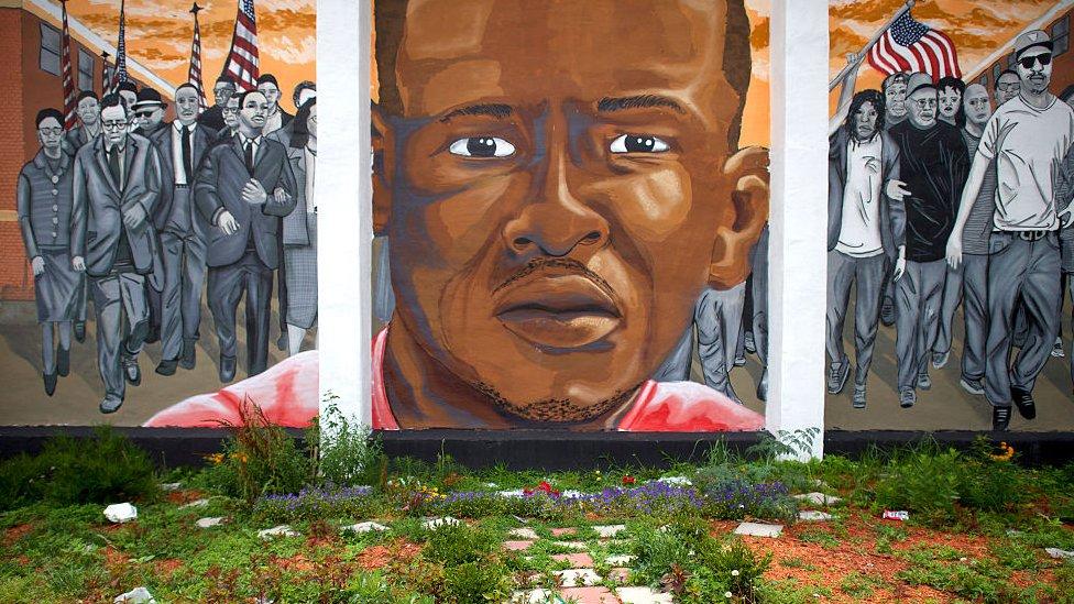 Mural posvećen Frediju Greju u Baltimoru