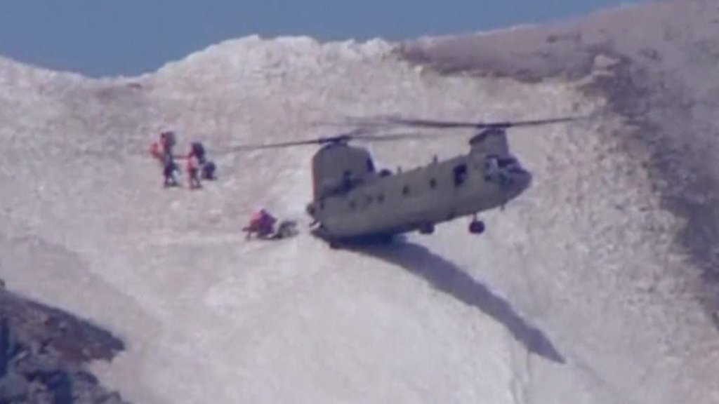 Chinook helicopter crew rescues climber in Oregon