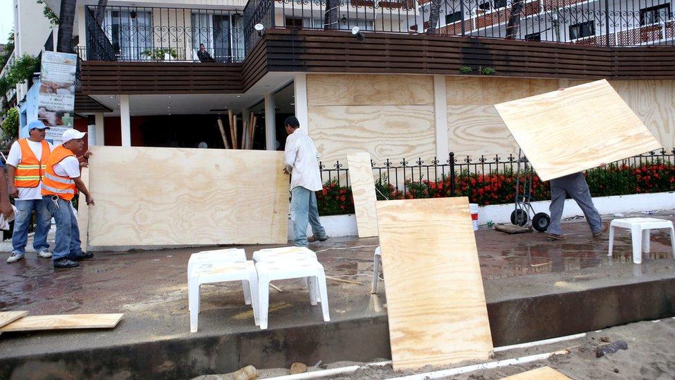 People board up homes in Puerto Vallarta - 23 October