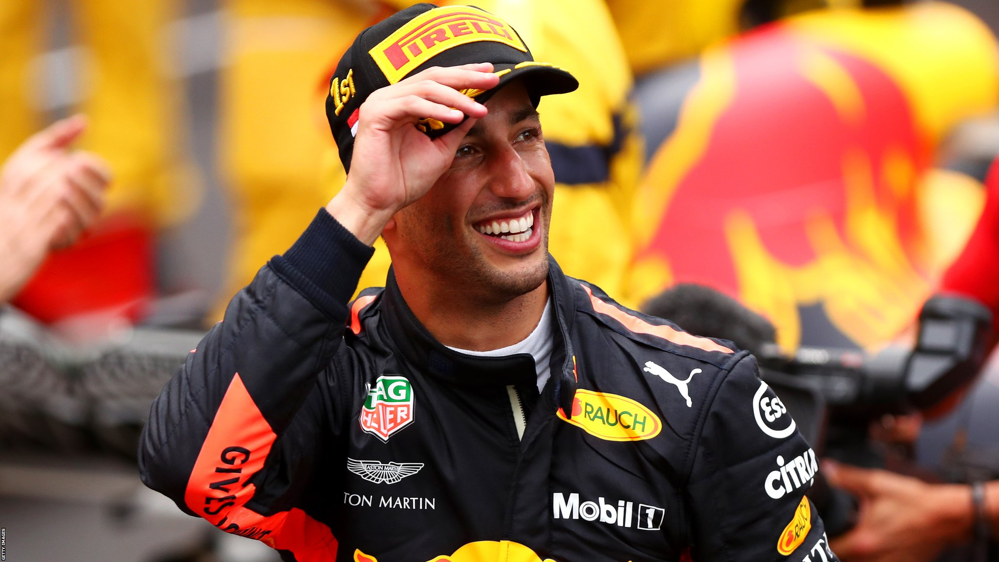 Daniel Ricciardo: McLaren in talks with Red Bull driver