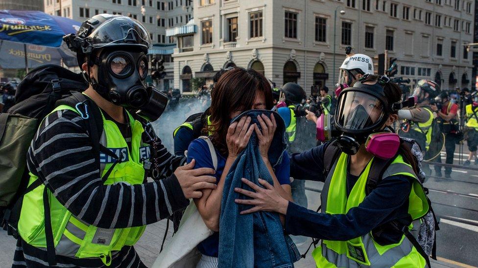 許多人並沒有抵抗催淚彈的裝備。