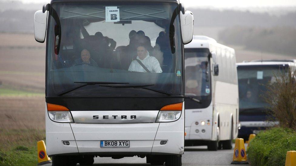 """從""""鑽石公主""""號撤回英國的旅客又被送進威勒爾(Wirral)一家指定醫院隔離觀察"""