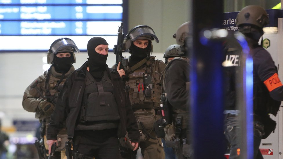 Special police in Duesseldorf station - 9 March