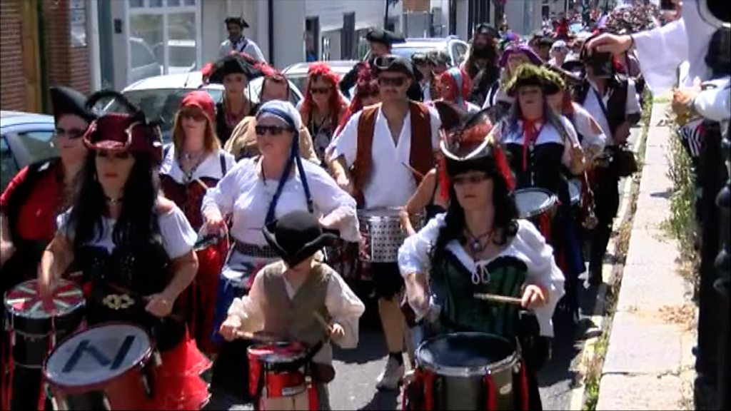 Thousands of pirates take to the streets of Hastings