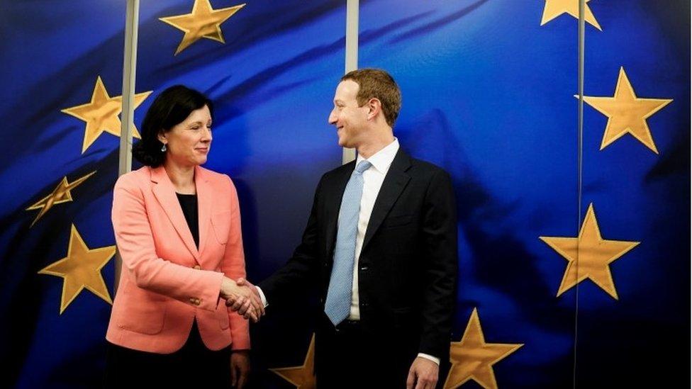 Vera Jurova, funkcionerka Evropske komisije i Mark Zakerberg