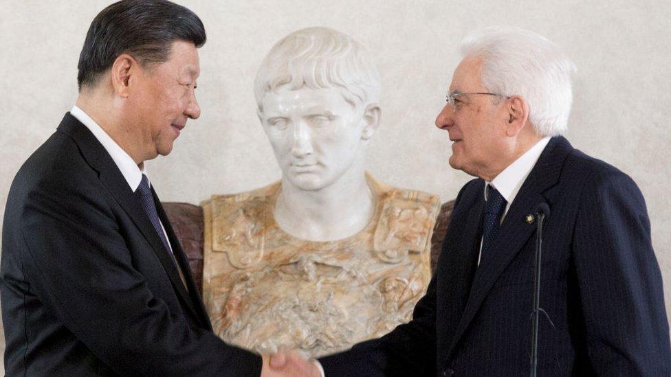 Çin ile İtalya arasında,