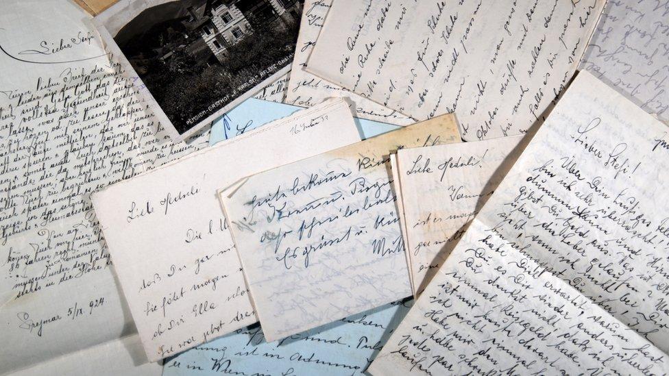 Varias cartas de la correspondencia entre Kurt y Hedwig