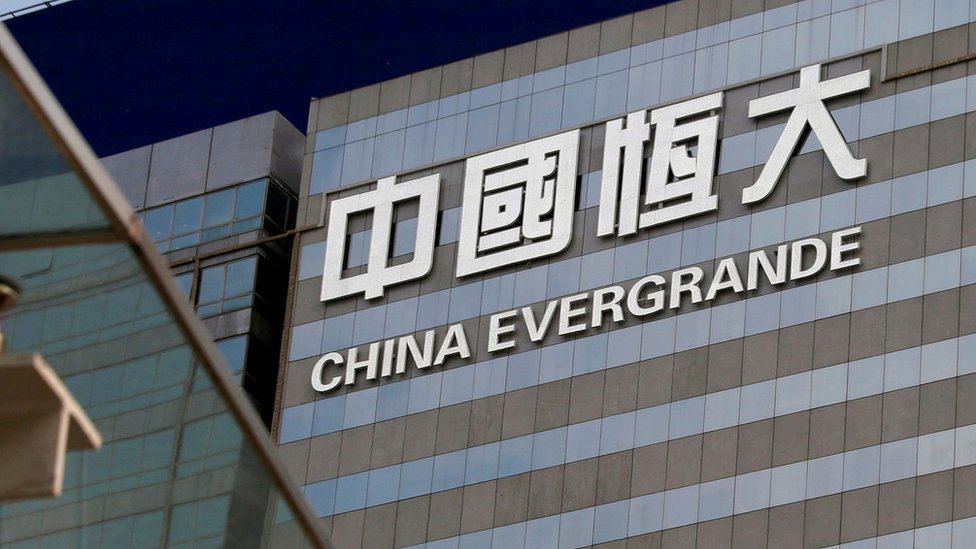 香港灣仔中國恆大中心外牆上的企業標誌(資料圖片)
