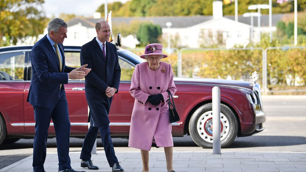 Queen carries out first public engagement outside royal residence since March thumbnail