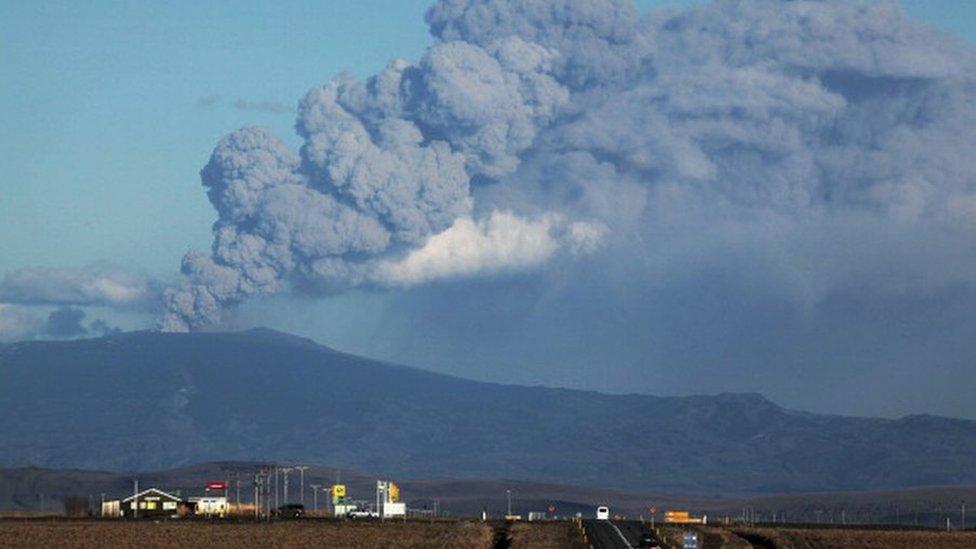 في 2010 ثار بركان في أيسلاند غطى البلاد بغيوم سوداء