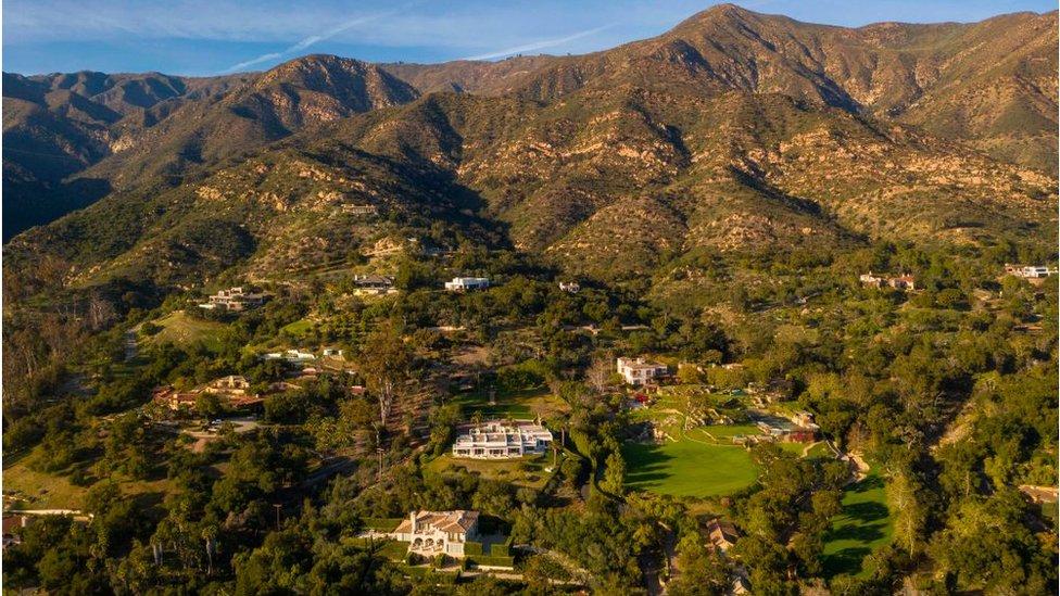 Meghan ve Harry artık California'da yaşıyor ve röportaj da burada oldu