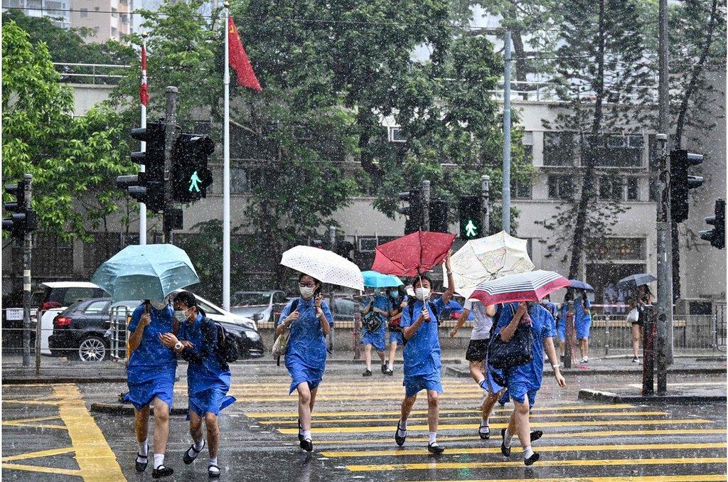 在7月8日確診的多宗個案中,大多與餐廳和老人院有關,也涉及學生和家長以及出租車司機群體