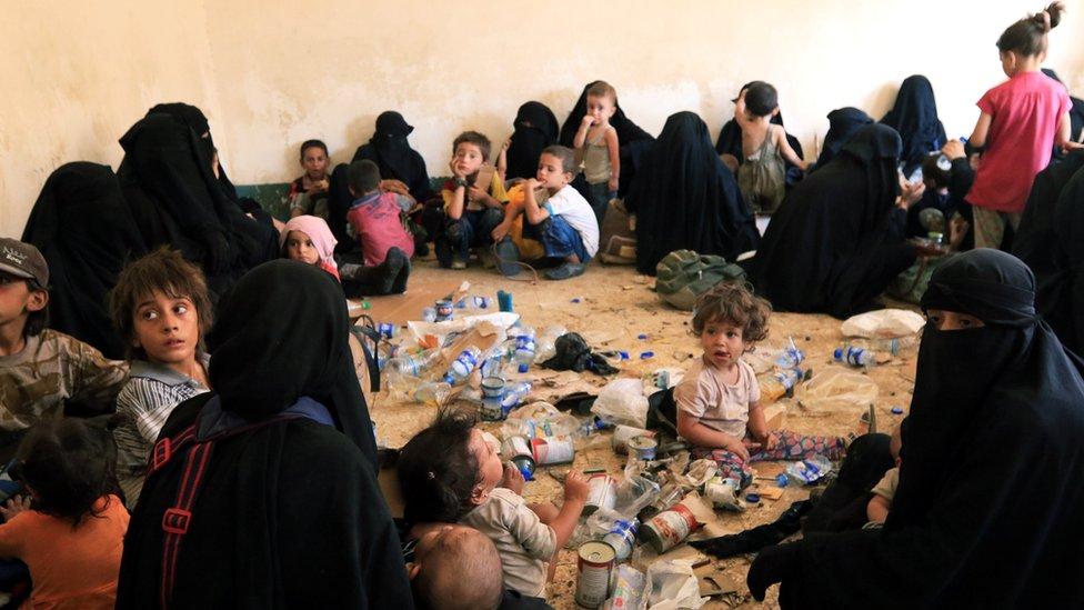 Perempuan dan anak-anak dari milisi ISIS