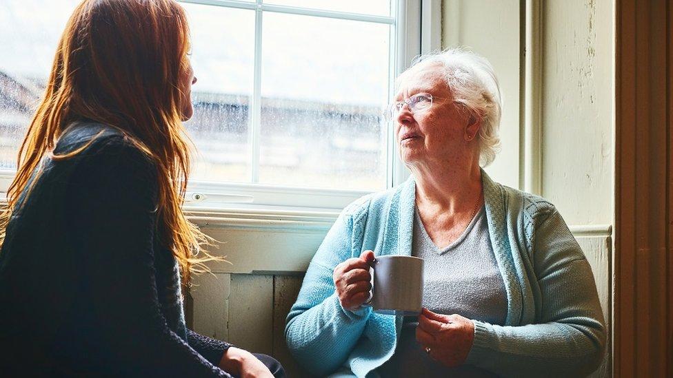 baka razgovara sa unukom