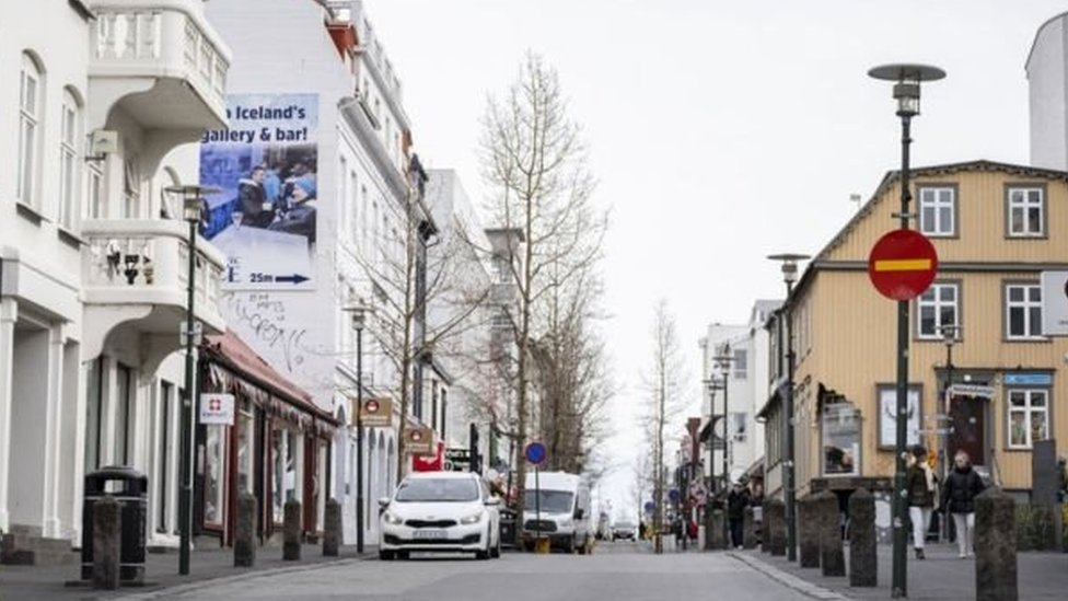 Islandia tidak melakukan karantina seperti negara-negara lain di dunia.