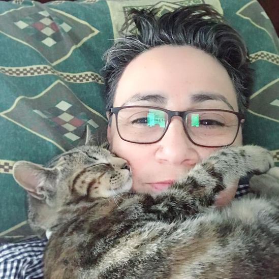Marta Álvarez con su gata