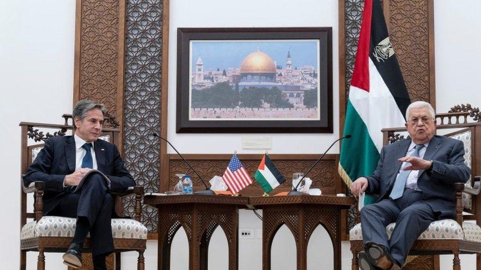 وزير الخارجية الأمريكي أنتوني بلينكن مع رئيس السلطة الفلسطينية محمود عباس