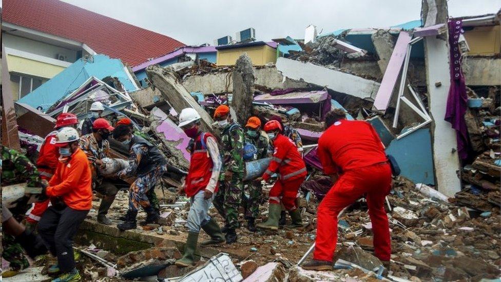 Rescuers work in in Mamuju, Sulawesi, Indonesia. Photo: 17 January 2021