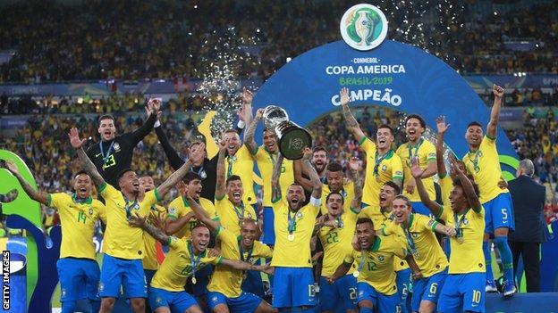 فريق البرازيل لحظة احتفاله بكأس أمريكا الجنوبية في 2919