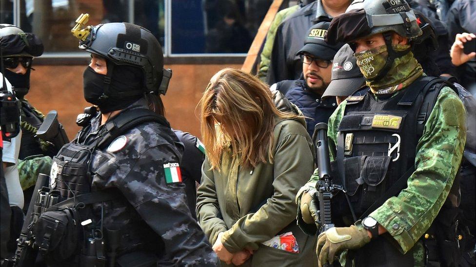 Arresto de una mujer supuestamente vinculada con el narcotráfico.