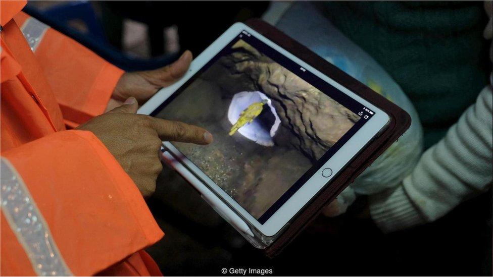 Tayland'da mağarada mahsur kalan çocuklara yönelik kurtarma operasyonu