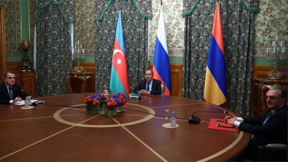 وزراء خارجية أرمينيا وأذربيجان وروسيا في المحادثات حول وقف إطلاق النار في ناغورنو كاراباخ