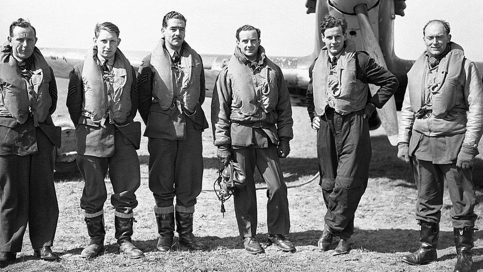 Пилоты 43-го эскадрона ВВС.