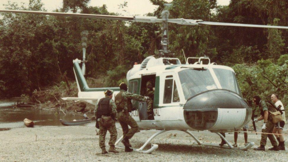 Esta foto muestra al grupo de mercenarios durante los entrenamientos para el asalto.