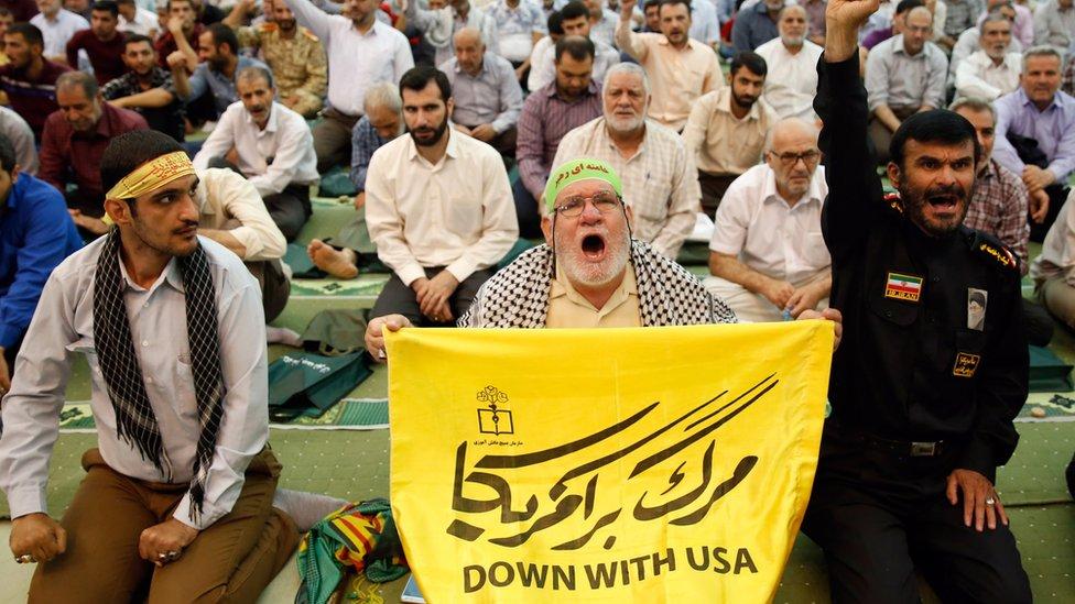 شعارات مناهضة للولايات المتحدة في صلاة الجمعة في مسجد الإمام الخميني في طهران يوم 19 يوليو/تموز