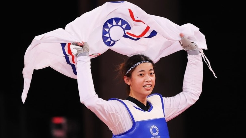 "Taekwondo - Women""s Featherweight 49-57kg - Bronze medal match - Makuhari Messe Hall A, Chiba, Japan - July 25, 2021. Lo Chia-Ling of Taiwan celebrates winning bronze with the Chinese Taipei Olympic flag"