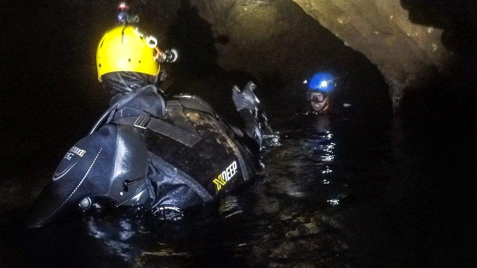 Para sacar a todos los chicos atrapados en la cueva, fueron necesarias tres misiones de rescate.