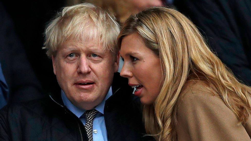 Борис Джонсон и его невеста ищут деньги на ремонт служебной квартиры. Официального бюджета не хватит