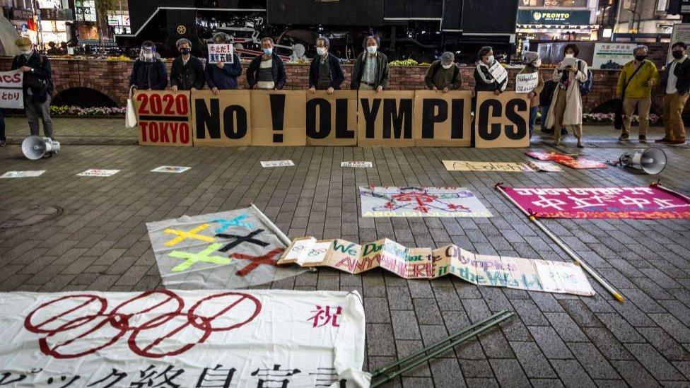 大約有55%的日本人仍然反對舉辦奧運會,他們擔心此屆賽事將變一次新冠病毒的超級傳播事件。圖為今年3月一場反對東京奧運會舉辦的示威。