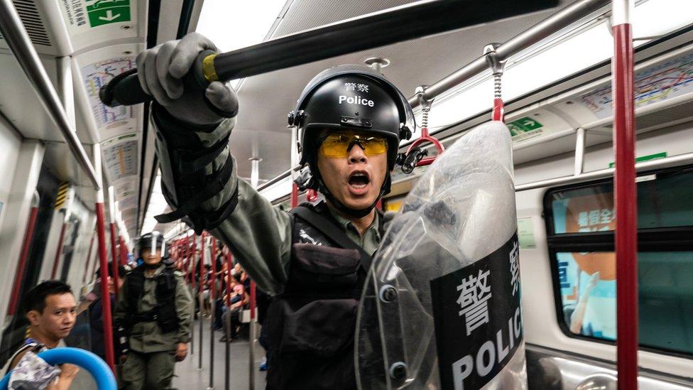 港鐵被指協助警方對付示威者。