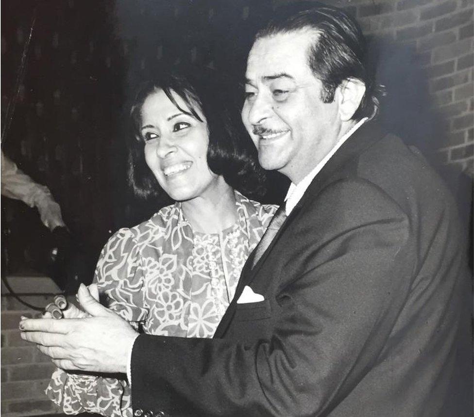 Gulshan Ewing dancing with Raj Kapoor