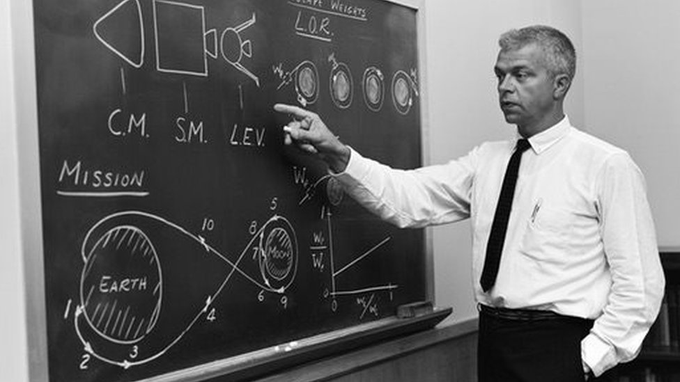 John Houbolt pointing at a blackboard