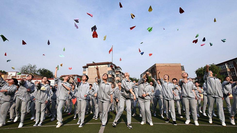 Murid SMA di China .