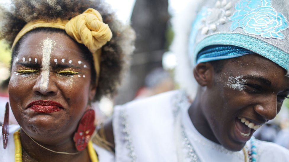Miembros de la religión candomblé durante los carnavales de Río.
