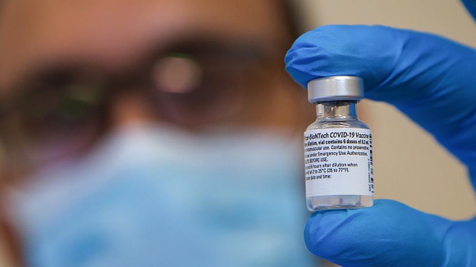 Vacina Comirnaty, de Pfizer e BioNTech
