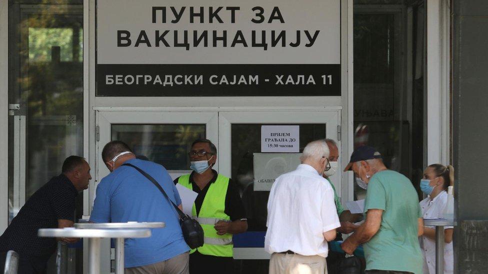 """Korona virus i vakcinacija u Srbiji: """"Sve kombinacije za treću dozu su bezbedne, izuzetak sa Sputnjikom"""