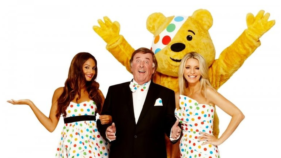 Sir Terry Wogan with Pudsey, Alesha Dixon and Tess Daly in 2009