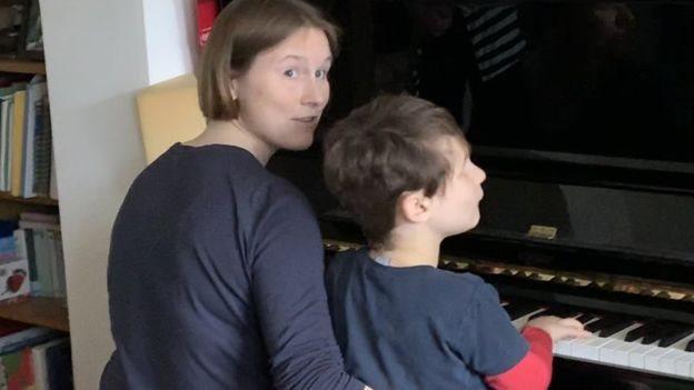 Cecily Morrison ve görme engelli oğlu