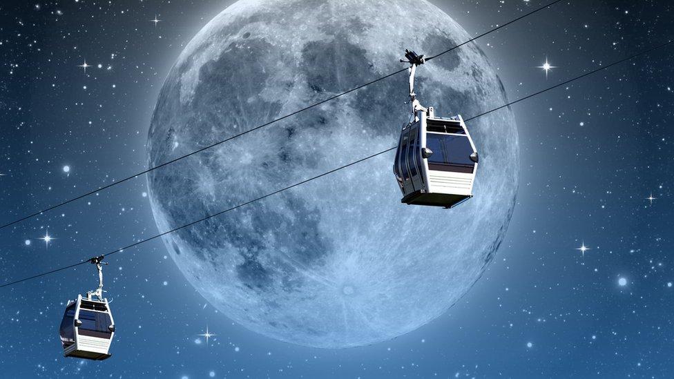Teleférico con luna