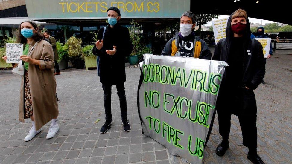 Los trabajadores despedidos están protestando en el Reino Unido.